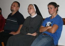 Студенти на вечірній молитві
