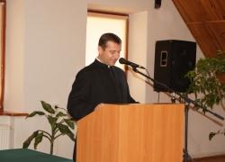 о. Віктор Білоус представляє звіт діяльності Інституту за минулий рік